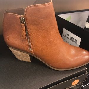Frye Judith Ankle Boot Cognac SZ 8.5 NEW